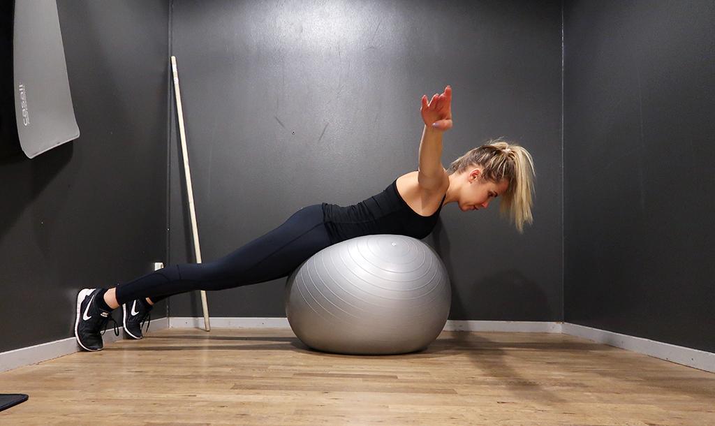 ryggovning-rygg-ovning-pilatesboll-boll-1