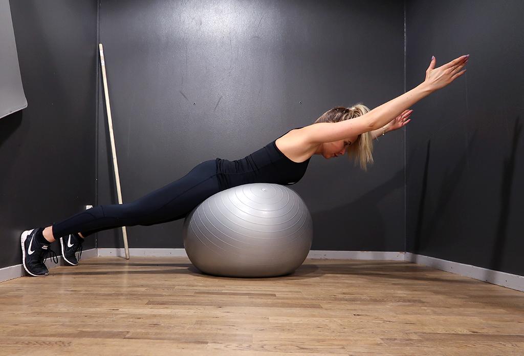 ryggovning-rygg-ovning-pilatesboll-boll-2